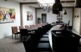 Gecapitonneerde bar en eetkamerstoelen lederlook