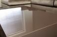 Luxe hoogglans salontafel en bankstel op maat in velours stof