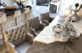 Design eetkamerstoelen met capitons in luxe stof