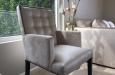 Design stoel met luxe stiksel en fluwelen stof