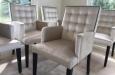 Design stoelen in velours stof met nagels