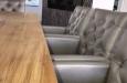 Design stoelen met capitons en luxe stof