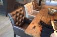 Luxe stoelen in horeca stof met knopen
