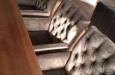 Luxe stoelen in velours stof met knopen