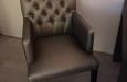 Luxe stoelen met knopen en skai stof in luxe stijl op maat