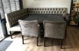 Luxe velours stoelen in combinatie met een eethoekbank